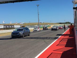 Le Renault Twingo del trofeo Entry cup in griglia di partenza